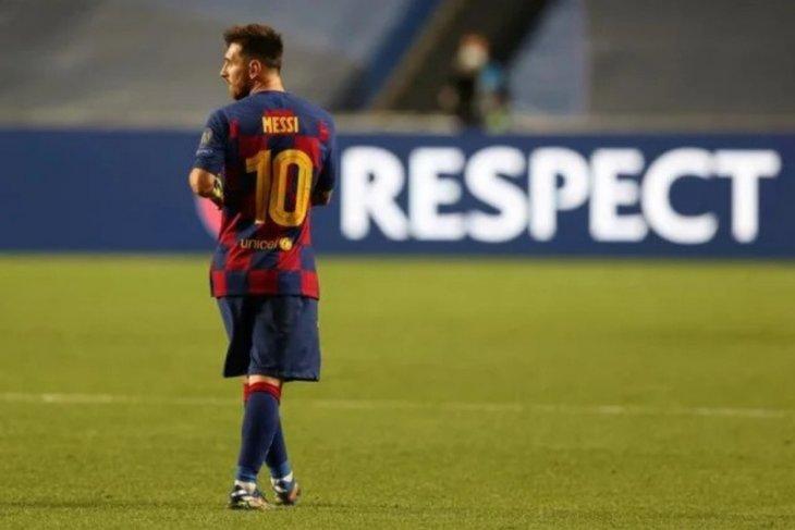 Megabintang sepak bola  Messi masih absen latihan bersama Barcelona