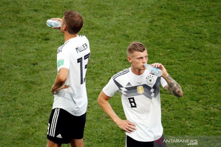 Toni Kroos mengakui bahwa Spanyol menunjukkan caranya bermain bola