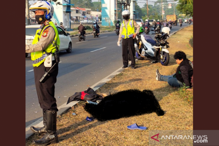 Seorang pejalan kaki tanpa identitas tewas tertabrak motor
