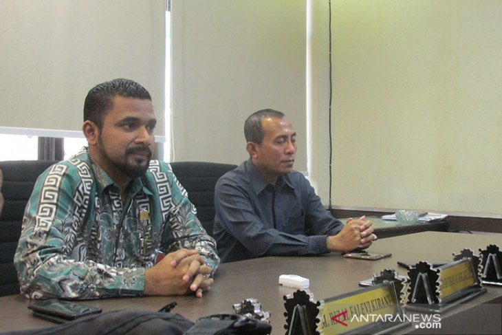 Penyerahan hak interpelasi anggota DPR Aceh ditunda