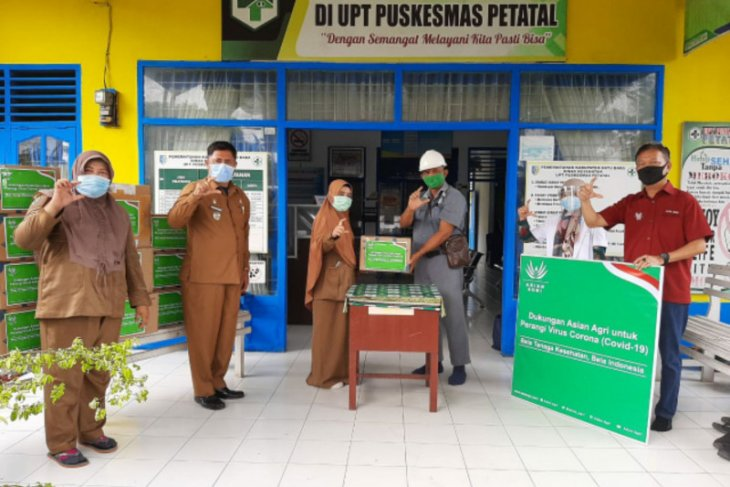 Dukung tenaga medis, Asian Agri lanjut bagi APD ke Puskesmas Petatal
