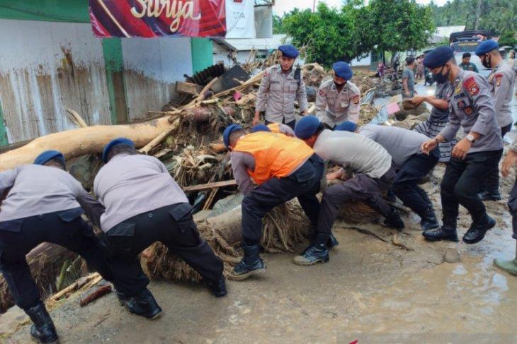 Banjir bandang hanyutkan tiga rumah di Bone Bolango