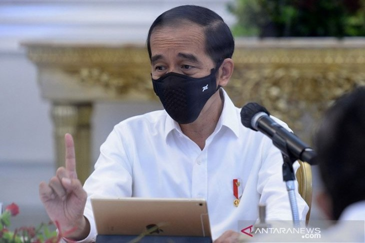 Jokowi calls to cut inter-regional disparity in COVID-19 test capacity