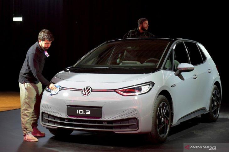 Produsen mobil VW sesumbar langkahi pencapaian Tesla