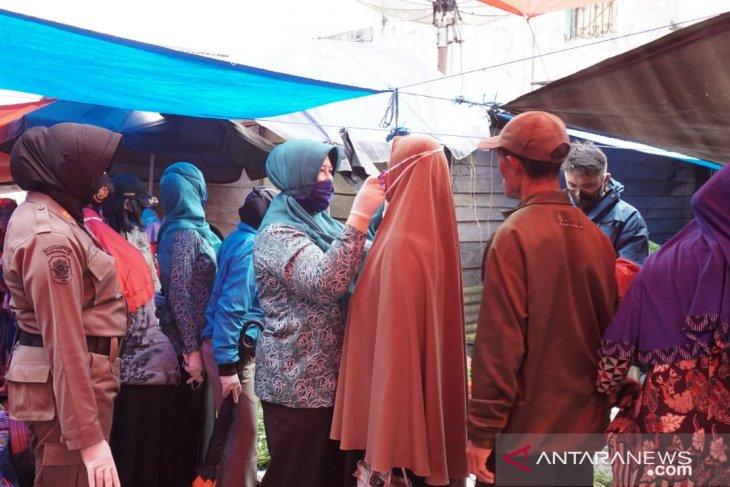 TP-PKK Rejang Lebong bagikan ribuan masker