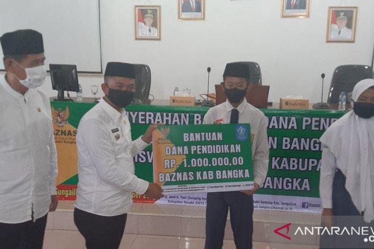 Baznas Bangka salurkan beasiswa pelajar madrasah tsnawiyah