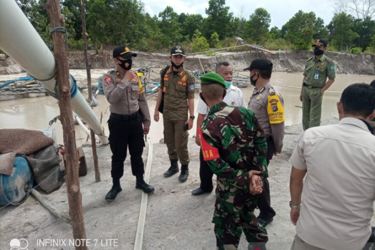 Tim gabungan tertibkan penambangan biji timah ilegal Sungailiat Bangka