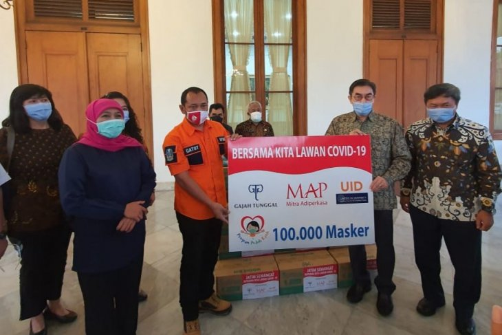 Tanggulangi COVID-19, UID-Gajah Tunggal Grup sumbang 100 ribu masker ke Pemprov Jatim