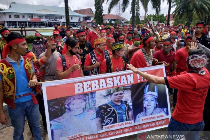 Dayak Taman lakukan aksi demo cari keadilan sidang program Prona