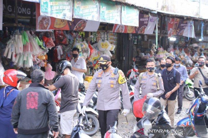 Pemkot Singkawang bagikan masker secara serentak