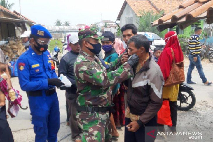 Babinpotmar Pos AL Kronjo bagikan masker gratis kepada masyarakat