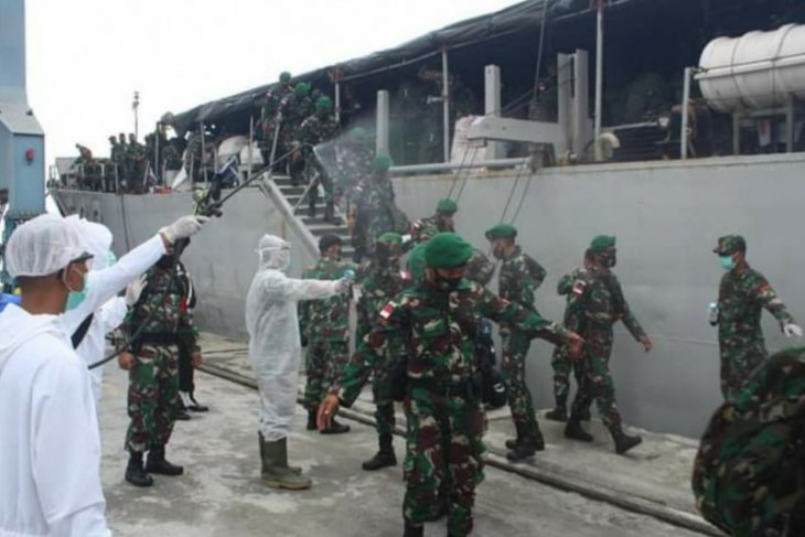450 personel Satgas Pamtas tiba di Pelabuhan Dwikora Pontianak