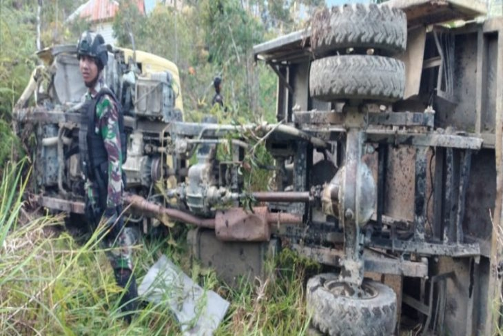 Evakuasi anggota Yonif 400/R  korban kecelakaan  ke Jayapura gunakan Boeing 737 TNI AU