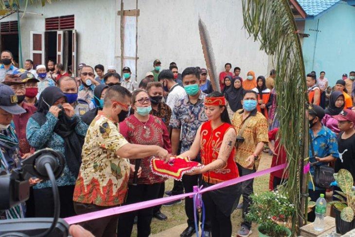 Aloysius resmikan Kantor Desa Belitang Satu
