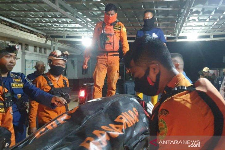Tim SAR  masih melakukan pencarian nelayan terbawa arus
