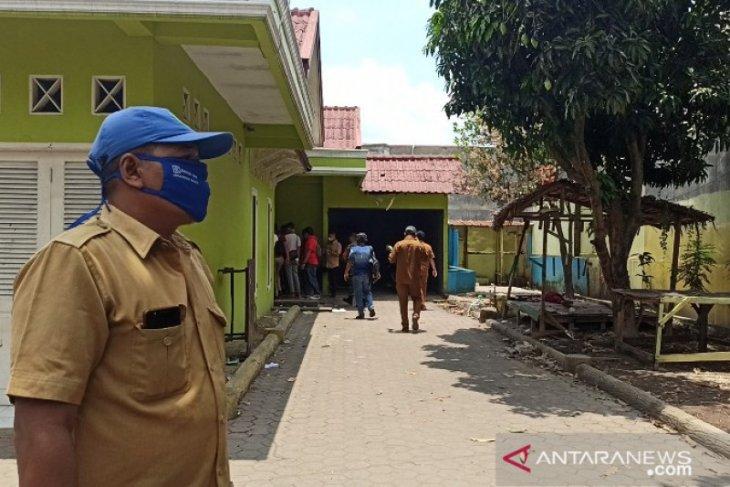 Polisi bongkar sebuah rumah di Tanjung Sari yang diduga jadi lokasi penguburan mayat