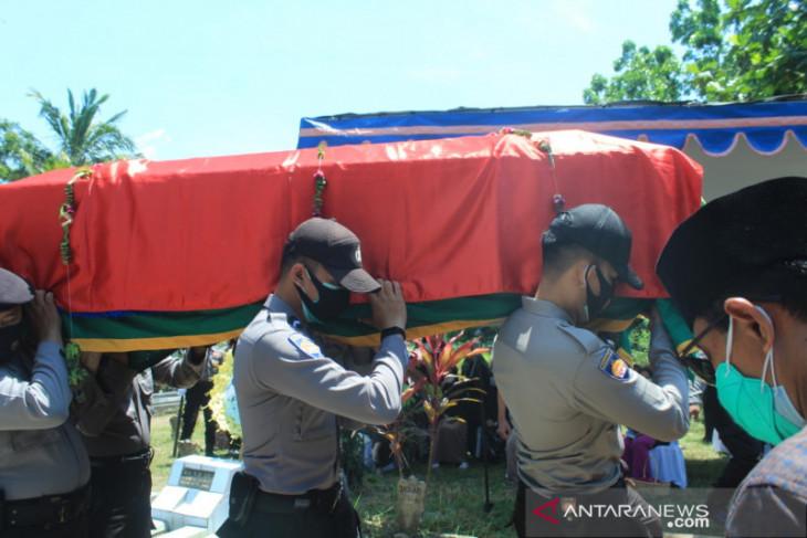 Jenazah penyidik KPK sempat terinfeksi COVID-19 dimakamkan di Jember