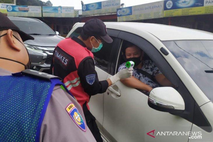 Pengendara dan warga pendatang di Cianjur wajib membawa surat sehat