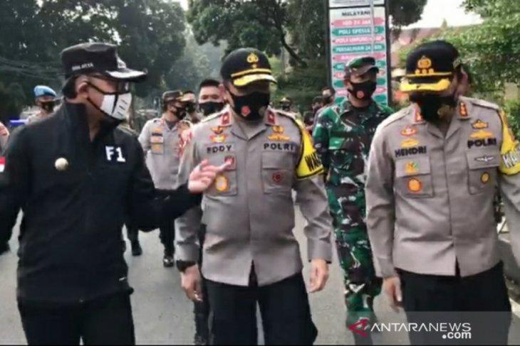 Wakapolda Jabar tinjau penerapan PSBMK lanjutan hari pertama di Kota Bogor