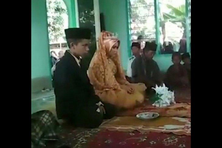 Viral di Facebook, seorang anak usia 12 tahun terpaksa menikah karena tak diterima keluarga