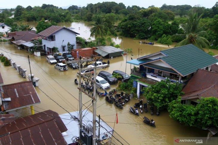 Banjir besar melanda Kapuas Hulu aktivitas lumpuh