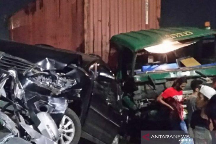 Kecelakaan beruntun libatkan truk trailer dan minibus di Jakarta Utara, beruntung tidak ada korban jiwa