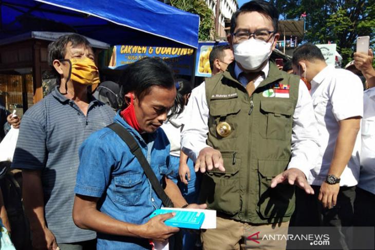Ridwan Kamil beri hadiah telepon pintar untuk warga viralkan
