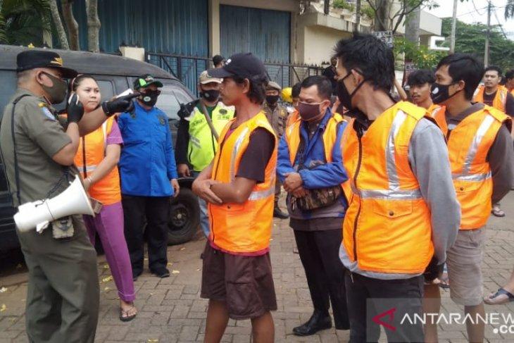 Puluhan Pelanggar PSBB Tangsel Disanksi Berjemur Dan Push Up