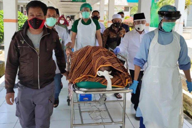 Gubernur antarkan jenazah Ketua MUI Kalteng ke rumah duka