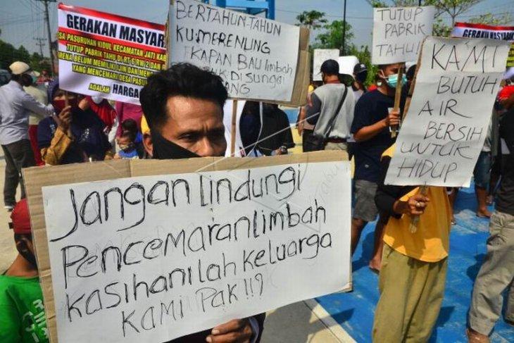 Unjuk rasa tolak pencemaran limbah pabrik
