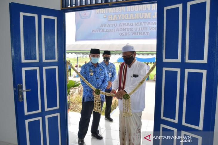 Dukung pendidikan agama, Bupati HSS resmikan Asrama Ponpes Al Muradiyah