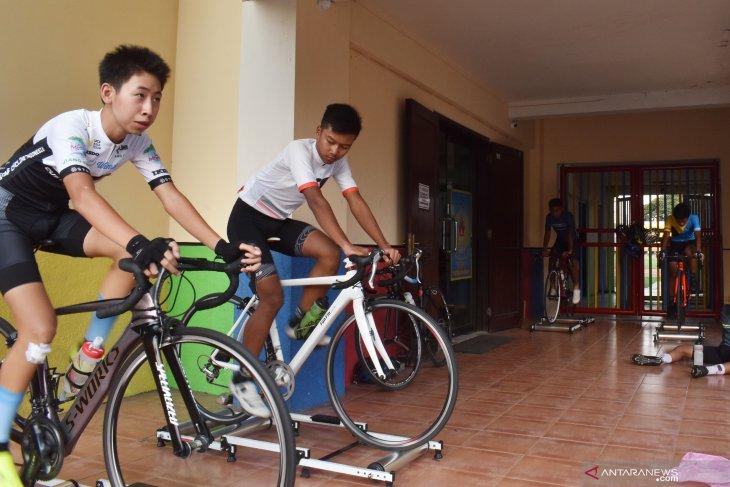 Latihan Atlet Balap Sepeda Madiun