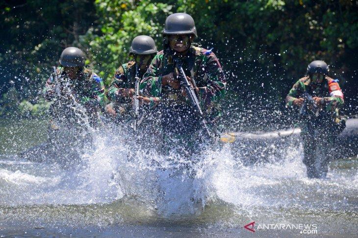Latihan Marinir di Malang