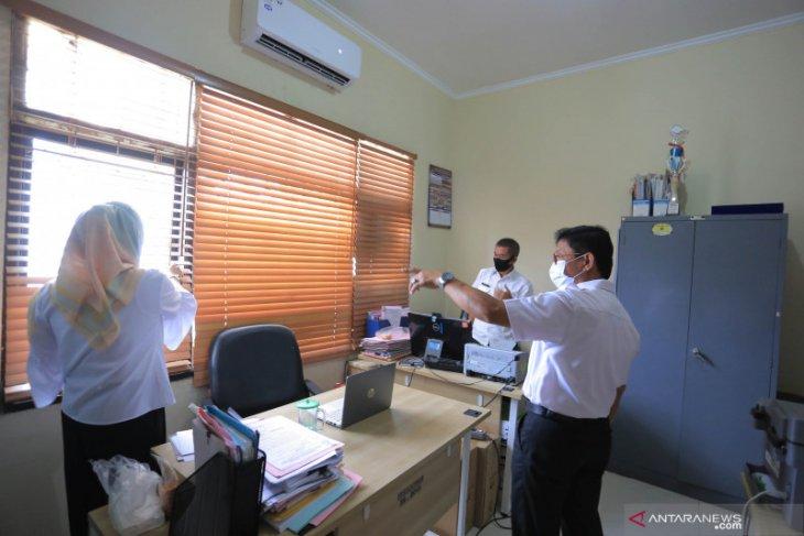 Peningkatan kasus COVID-19 di Tangerang dari klaster perkantoran
