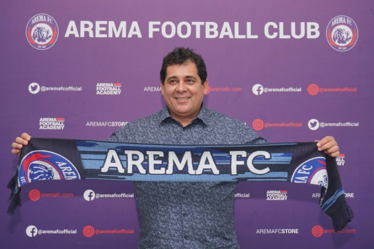 Arema FC kenalkan pelatih baru asal Brazil Carlos Oliveira
