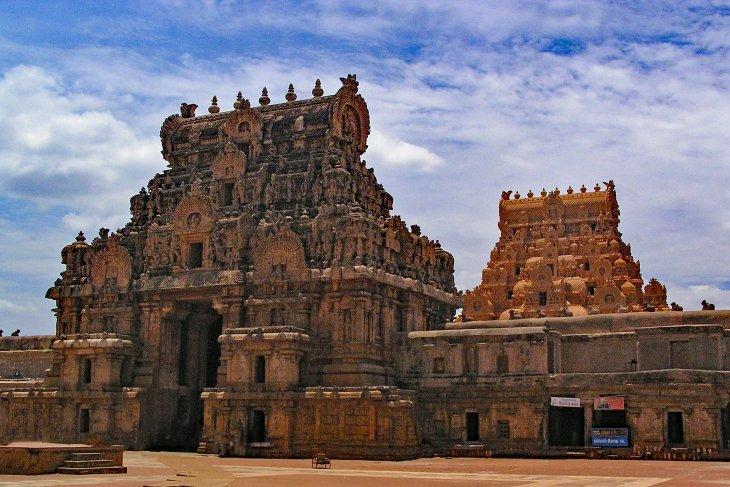 Inggris mengembalikan tiga patung yang dicuri dari kuil India pada 1978