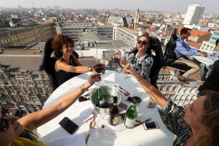 Restoran melayang Dinner in the Sky  Belgia kembali beroperasi