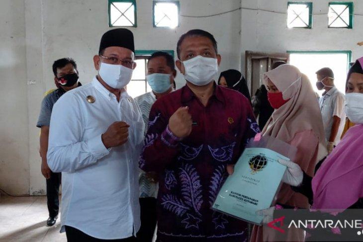 724 sertifikat diserahkan kepada warga Sejakah dan Langknag Baru