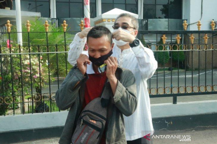 Wawali Banjarbaru bagikan masker kepada masyarakat