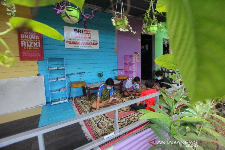 Taman Bacaan Masyarakat Di Kawasan Sungai Kemuning Banjarbaru