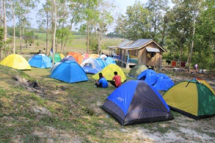 Ada fasilitas kemping di kawasan Wisata Alam Sebapo