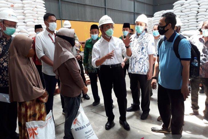 Menteri PMK pantau persiapan Bulog Kediri distribusikan bantuan beras