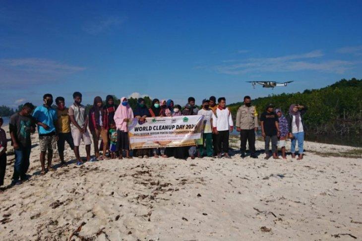 "Japesda dan warga bersih-bersih pantai peringati ""World Cleanup Day"""