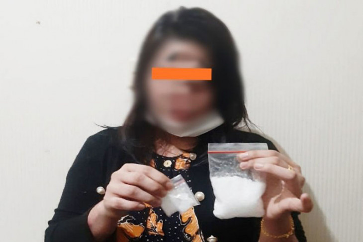 Polisi tangkap ibu rumah tangga edarkan sabu-sabu