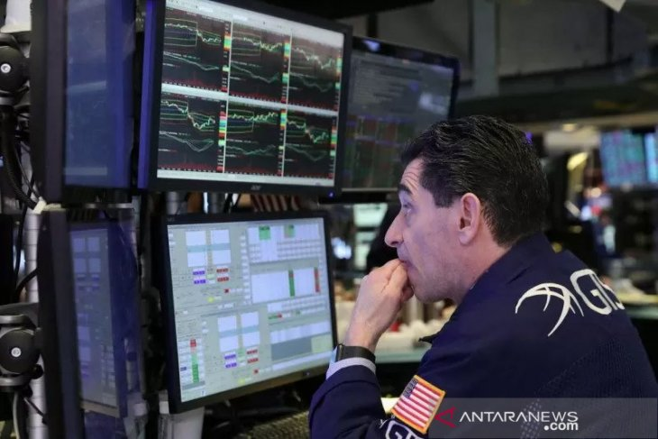 Wall Street berakhir turun usai Mnuchin meredupkan harapan stimulus