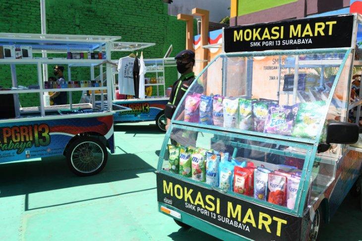 SMK PGRI 13 Surabaya berdayakan tiga mobil listrik untuk usaha alumni