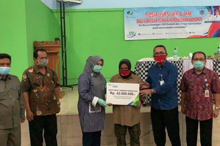 Bupati Pandeglang Irna Narulita peduli penuh lindungi masyarakatnya