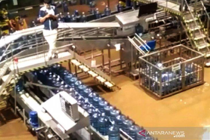 Aqua hentikan sementara operasi pabrik di Sukabumi