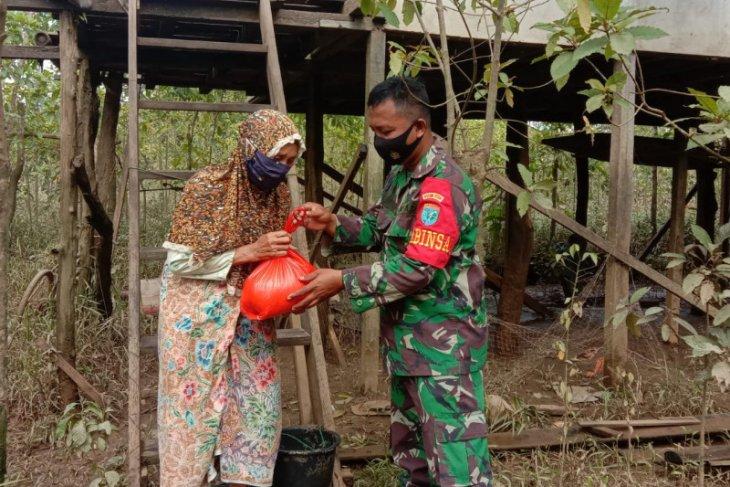 Penyaluran bantuan Pemprov Kalbar untuk korban banjir di Kalis