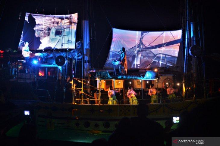 Kru Arka Kinari berbendera Belanda  gelar Konser hibur warga Pulau Banda